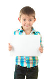 Retrato del niño pequeño feliz con la hoja del papel Foto de archivo