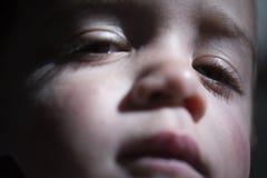 Retrato del niño soñoliento fotografía de archivo libre de regalías