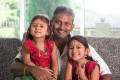 Retrato del padre y de hijas Imagen de archivo libre de regalías