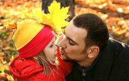 Retrato del papá y de la hija foto de archivo libre de regalías