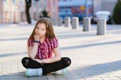 Retrato del pelo rubio feliz diez años de muchacha Fotos de archivo libres de regalías
