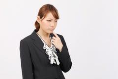 Retrato del pensamiento joven de la mujer de negocios Fotografía de archivo