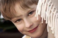 Retrato del pequeño muchacho sonriente Fotos de archivo