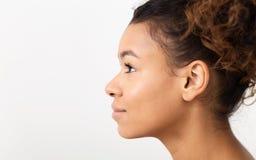 Retrato del perfil de la belleza de la mujer sin maquillaje imagen de archivo libre de regalías