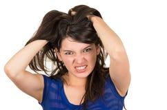 Retrato del primer de la chica joven enojada que presenta con Foto de archivo libre de regalías