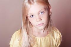 Retrato del primer de la muchacha linda del niño Fotos de archivo libres de regalías