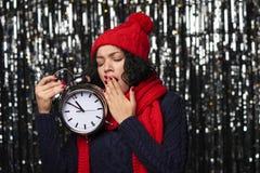 Retrato del primer de la mujer feliz del invierno Fotografía de archivo libre de regalías