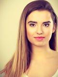 Retrato del primer de la mujer joven del adolescente Imagenes de archivo