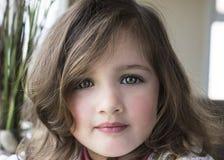 Retrato del primer de la niña bonita fotos de archivo libres de regalías