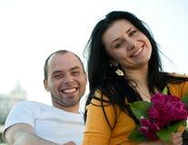 Retrato del primer de pares jovenes sonrientes Imagen de archivo libre de regalías