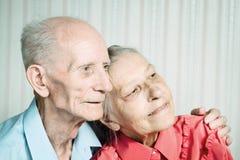 Retrato del primer de pares mayores sonrientes fotografía de archivo libre de regalías