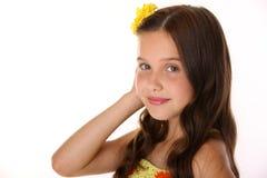 Retrato del primer de un adolescente joven feliz hermoso con el pelo largo elegante Foto de archivo libre de regalías