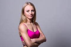 Retrato del primer de un atleta bonito de la muchacha Imagen de archivo libre de regalías