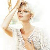Retrato del primer de un blonde de la belleza imagen de archivo
