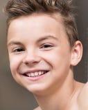 Retrato del primer de un muchacho adolescente Foto de archivo libre de regalías
