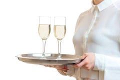 Retrato del primer de una bandeja con dos vidrios de champán Foto de archivo