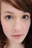 Retrato del primer de una muchacha linda imagenes de archivo