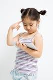 Retrato del primer de una pequeña muchacha asiática linda Imagenes de archivo