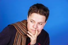 Retrato del primer del adolescente en estudio Foto de archivo