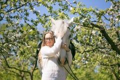Retrato del primer del adolescente y del caballo Foto de archivo libre de regalías