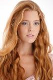 Retrato del redhead atractivo Fotos de archivo