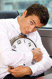Retrato del reloj del abarcamiento del hombre de negocios Foto de archivo libre de regalías