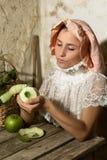 Retrato del renacimiento con la manzana Fotos de archivo libres de regalías