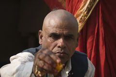 Retrato del sacerdote hindú en Nepal Fotografía de archivo libre de regalías