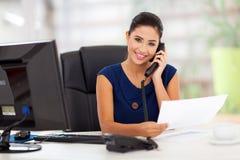 Teléfono de contestación de la secretaria Fotos de archivo libres de regalías