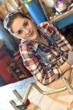 Retrato del trabajador de mujer en metalurgia imágenes de archivo libres de regalías