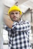 Retrato del trabajador manual que trabaja en industria Fotografía de archivo libre de regalías