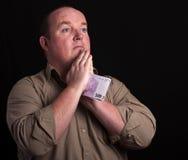 Retrato del varón que ruega en fondo negro fotografía de archivo libre de regalías