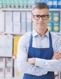 Retrato del vendedor del supermercado imagenes de archivo