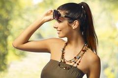 Retrato del verano de la muchacha atractiva fotografía de archivo