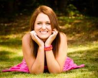 Retrato del verano del adolescente bonito sonriente feliz Fotos de archivo