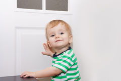 Retrato divertido del bebé alegre Fotos de archivo