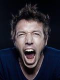 Retrato divertido del hombre que grita foto de archivo