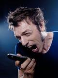 Retrato divertido del hombre que telefona el griterío Fotos de archivo libres de regalías
