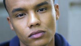 Retrato do adolescente afro-americano, propaganda social, racismo, criança da guerra filme