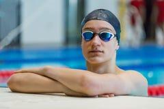 Retrato do adolescente atlético na associação dos esportes Feche acima, copie o espaço imagens de stock royalty free
