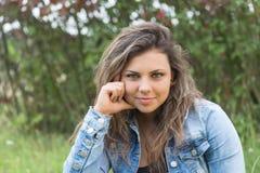 Retrato do adolescente bonito de cabelos compridos fresco imagens de stock