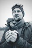 Retrato do aventureiro, homem farpado no momento da inspiração Imagem de Stock