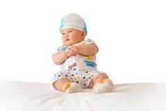 Retrato do bebê adorável na cama em minha sala Imagens de Stock