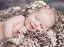 Retrato do bebê de sorriso bonito Fotografia de Stock Royalty Free