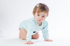 Retrato do bebê de sorriso isolado no fundo branco Imagem de Stock Royalty Free