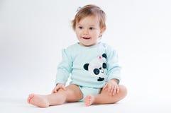 Retrato do bebê de sorriso isolado no fundo branco Foto de Stock