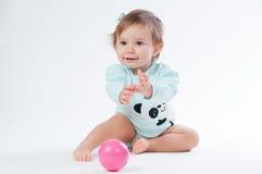 Retrato do bebê de sorriso isolado no fundo branco Fotografia de Stock