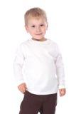Retrato do bebê de sorriso pequeno na blusa branca sobre o branco Imagem de Stock