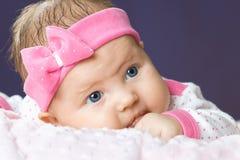 Retrato do bebê pequeno muito doce Fotos de Stock