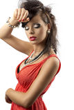 Retrato do brunette da forma com mão perto da face Fotos de Stock